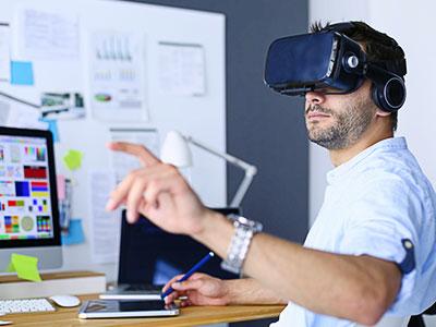 VRで自宅をバーチャルオフィス化 働き方改革の新市場を予測
