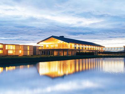 日本最大級の木造ホテル誕生 坂茂氏のデザインで