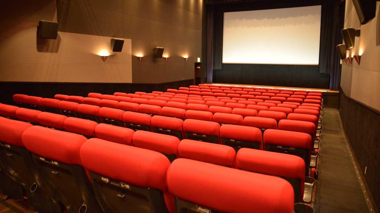 ウィルス 映画 館 コロナ
